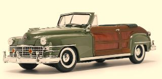 CHRYSLER TOWN & COUNTRY   1/18 VERDE