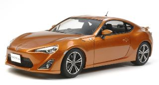 TOYOTA 86 KIT IN PLASTICA 1/24